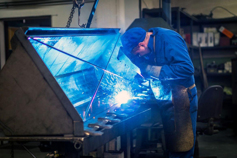 worker-in-metal-industry-PKUYZKA.JPG