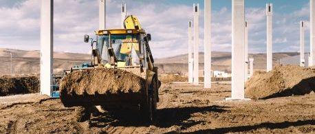 industrial-backhoe-excavator-and-loader-carrying-e-PE9M856.jpg